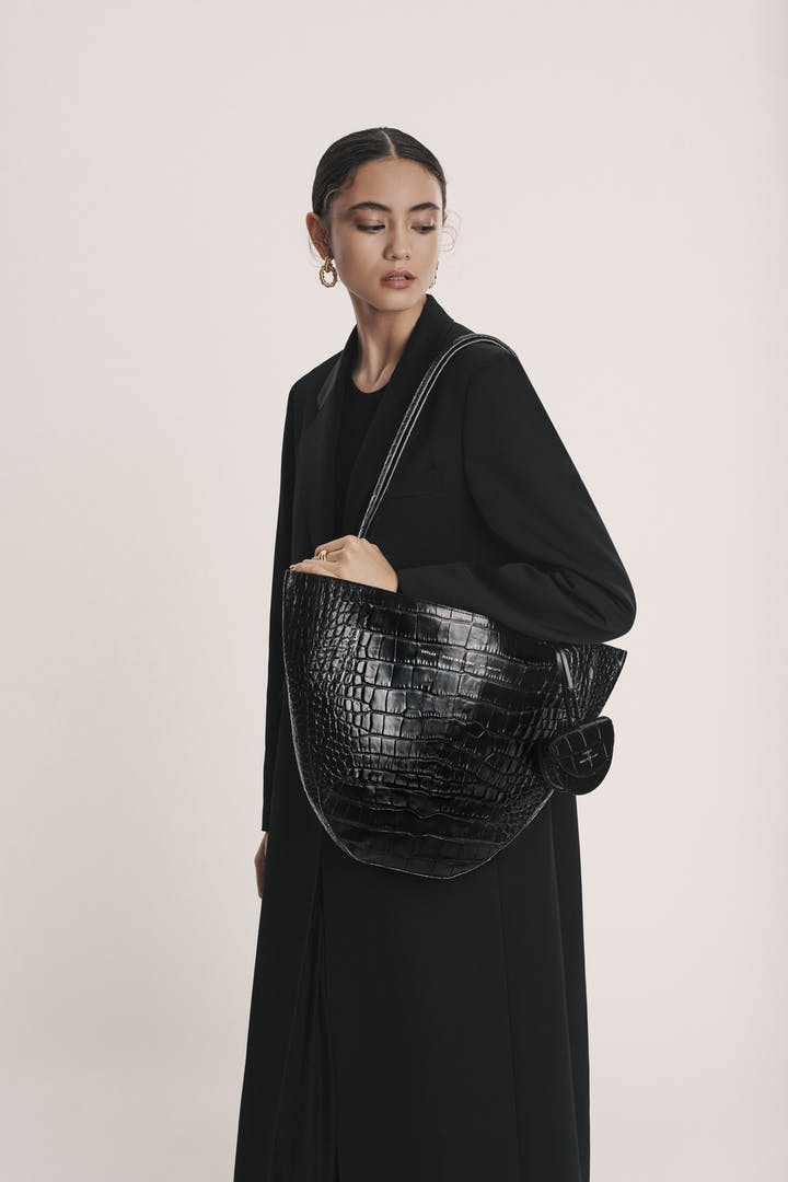 "Rounded Tote Bag ""glossy black crocodile"""